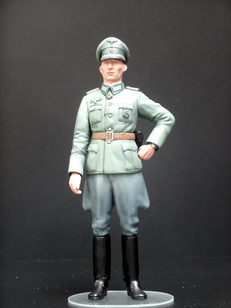 WWII Wehrmacht Officer 1:16 and 1:35, plus Africa Tank ...